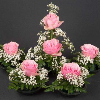 Muistotilaisuuden kukat